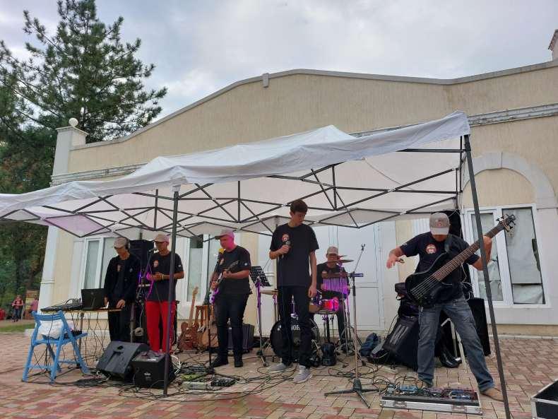 Виступ музикантів на Громадському пікніку у Краматорську