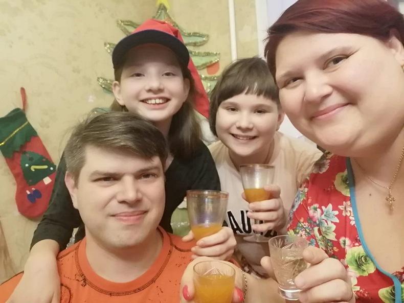 Сергей с женой Анной и дочками