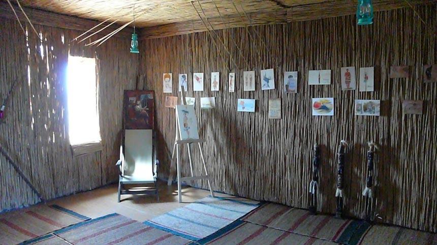 Стилізований під хіжину туземців Нової Гвінеї інтер'р музею Маклая