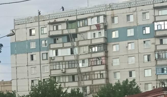 devushka-na-balkone-kramatorsk-lazurnyy