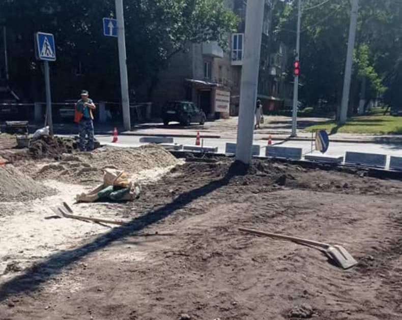 Підготовчі роботи до встановлення пам'ятника В. Стусу