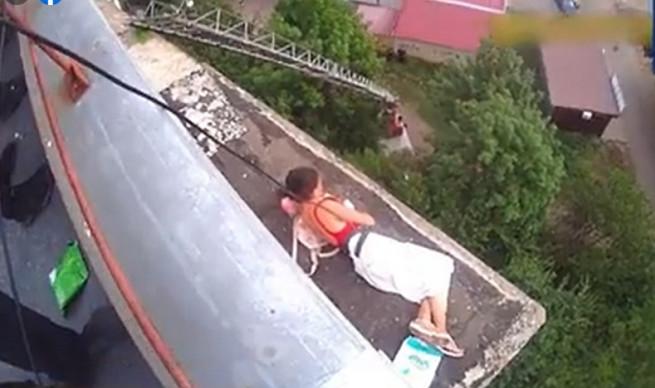 zhenshchina-na-balkone-kramatorsk
