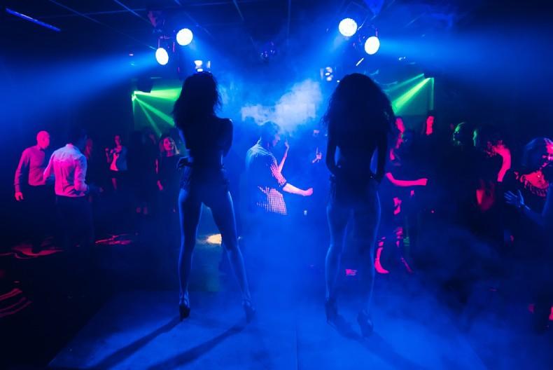 Тансовщицы в ночном клубе