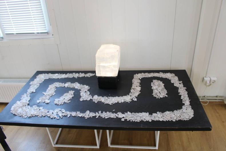 Инсталляция из кристаллов соли Вячеслава Гутыри