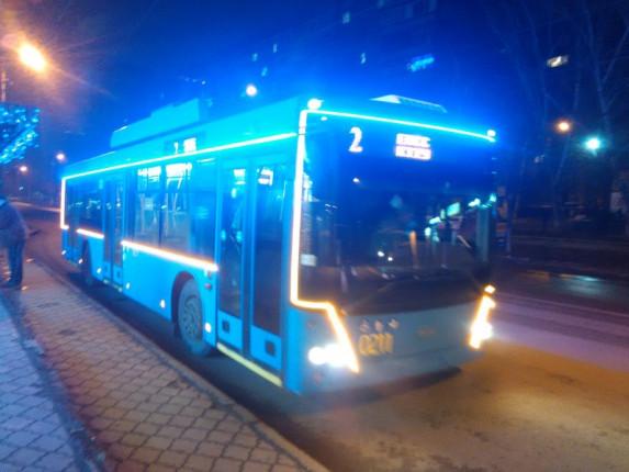 novogodnii-trolleibus1
