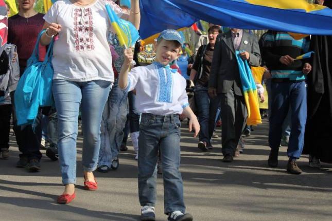 ukrainskii-flag-vysivanka