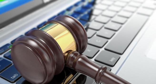 online-auction-gavel-on-laptop-3d