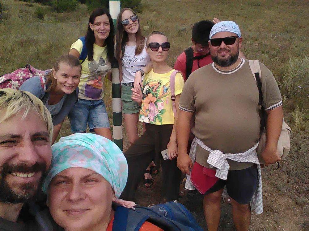 любители локального туризма в походе